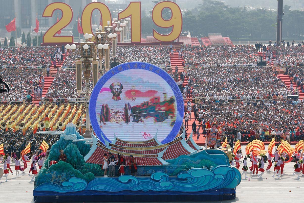祖国70周年大庆——澄通承建宝岛台湾彩车LED显示系统