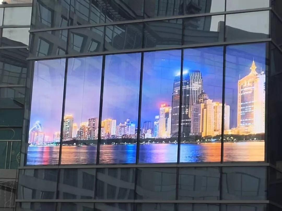 透明屏的美丝袜足交电影,在颜在形更在产品力 贺新年土豆网视频网,澄通P3.9-7.8透明屏点亮厦门磐基名品中心南门5F的空中花园